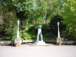 Deptak - pomnik A.Mickiewicza